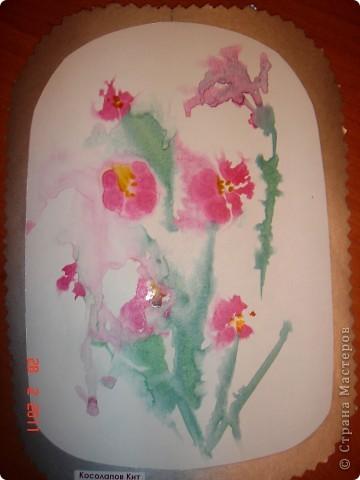 """Я открыла для себя и для детей живопись по мокрому! В этой технике ТАК приятно рисовать вот такие пейзажи и цветочки (см. далее). Работали мы так... ПЕЙЗАЖ На верхнюю часть листа мы наносили полоску воды, а затем на это же место - акварель (голубую, синюю, фиолетовую). Затем ставили лист на нижнее ребро и краска стекала, оставляя такие вот разводы. Таким же образом вырастал и лес, и его отражение в воде... """"Оставшиеся с осени"""" колосья мы рисовали примакиванием кисти (детям очень нравится этот прием). Вообще детям нравится играть с растекающейся краской. Они с удовольствием размышляют, какое время года получается на картине (это, кстати, во многом зависит от неба - мутное или чистое...) фото 7"""