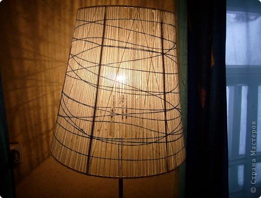 Вот такой абажур получился у меня. Была старая лампа с зеленым абажуром из лент. фото 1