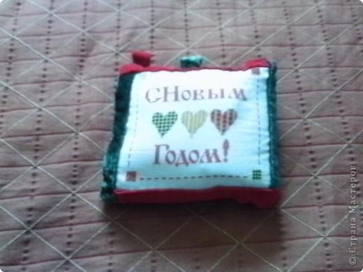 Вышитая маленькая подушка для доченьки