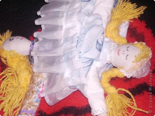 Давно собиралась ее сшить. Книгу купила только из- за нее и 4 года она лежала, а тут собралась силом и духом и сшила на одном дыхании. Сильно строго не судите, шила  куклу впервые. фото 1