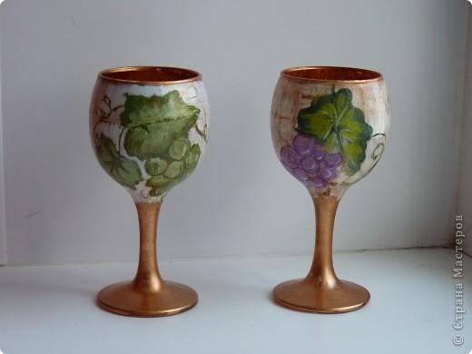 Набор для коньяка вот эти бокалы-нарисовала цветочки на другом-кисть винограда,но это не окончательный вариант,бутвлочка пока под ? фото 8