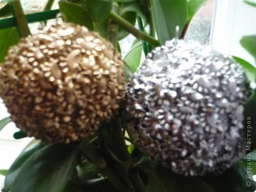 вот такие шары из макарон на елке фото 3
