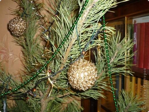 вот такие шары из макарон на елке фото 1