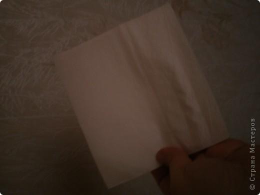 Нужны: 2 салфетки белого цвета 13см./13см., 2 красного цвета/можно 3/ 17 см./17 см., 1 зеленого цвета 13/13, клей фото 1