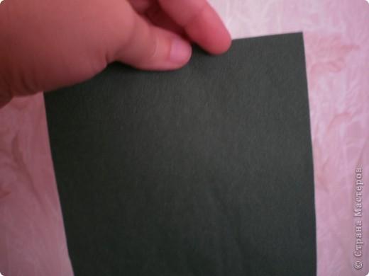 Нужны: 2 салфетки белого цвета 13см./13см., 2 красного цвета/можно 3/ 17 см./17 см., 1 зеленого цвета 13/13, клей фото 9