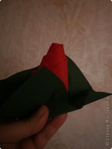 Нужны: 2 салфетки белого цвета 13см./13см., 2 красного цвета/можно 3/ 17 см./17 см., 1 зеленого цвета 13/13, клей фото 11