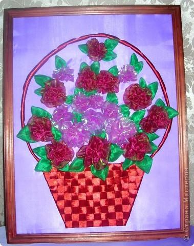 Такая корзина с розами получилась: розочки из ткани, а корзина - из ленточек фото 2