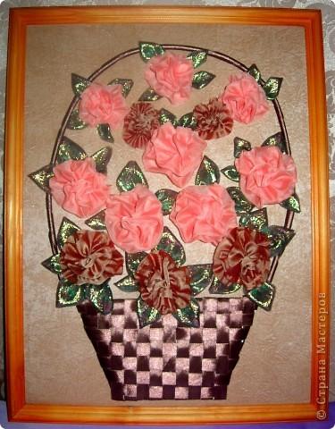 Такая корзина с розами получилась: розочки из ткани, а корзина - из ленточек фото 1