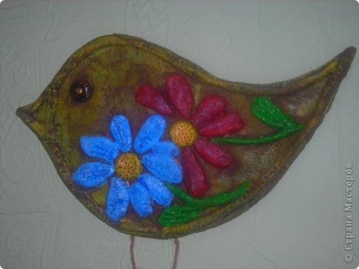 Птица с цветами фото 2