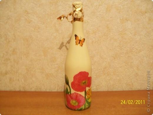 Подруга очень любит тюльпаны.Вот такие салфеточные на бутылке пойдут в подарок. фото 4