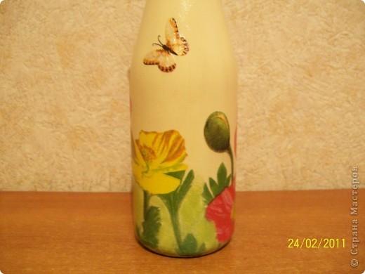 Подруга очень любит тюльпаны.Вот такие салфеточные на бутылке пойдут в подарок. фото 6