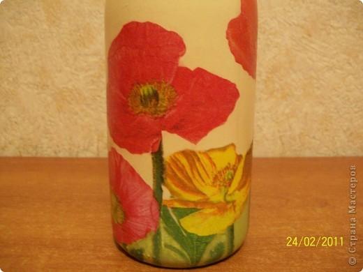 Подруга очень любит тюльпаны.Вот такие салфеточные на бутылке пойдут в подарок. фото 7