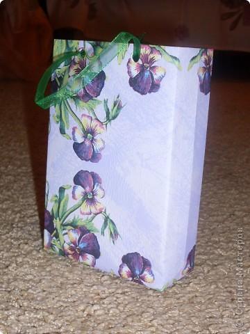 Сразу оговорюсь, что кроме салфеток потребуются и другие материалы. Это листы А4, салфетки, пленка(в моем случае пищевая), клей ПВА, ленты. фото 3
