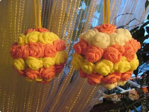 Очень захотелось иметь такие шарики. Закрепила к шторе, висят у окна и радуют. Два вечера, проведенные у компа, превратились в такую красоту. фото 1