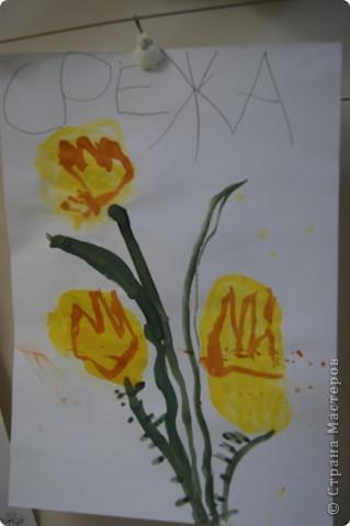 так мы учились рисовать букет маме,работы детей5 лет. фото 4