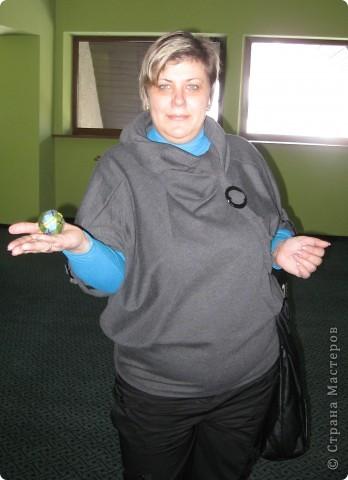 Есть такой замечательный преподаватель - леди Химич. И очень она любит мячики. И вот, отправляясь в командировку, я всю дорогу в поезде шила ей персональный мяч.  фото 2
