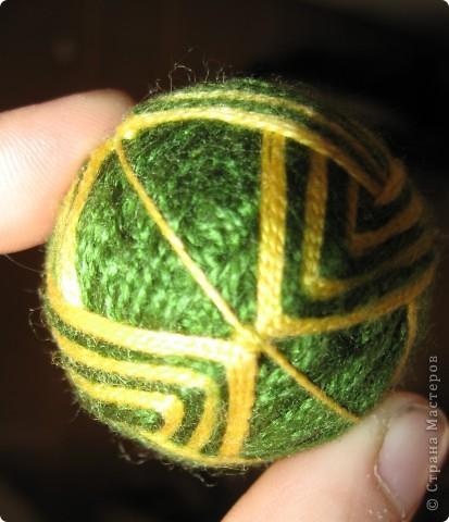 Есть такой замечательный преподаватель - леди Химич. И очень она любит мячики. И вот, отправляясь в командировку, я всю дорогу в поезде шила ей персональный мяч.  фото 4