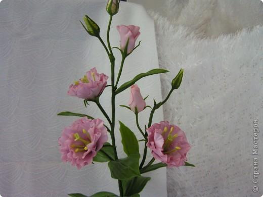 Слепила второй цветочек эустомы, остался ещё один для завершения букета. фото 3