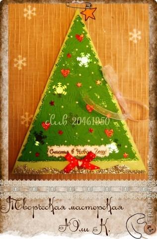 Начнем издалека :D, с Нового года.  Треугольных елочек много в стране, парню моему они больше всего нравятся (любит он геометрию =))), поэтому для его родителей сделала такую.  фото 1