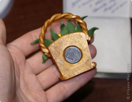 Этот магнитик я делала для учительницы своего сына, замечательного педагога и просто хорошего человека))). Сделан он из пластики фимо.  фото 3