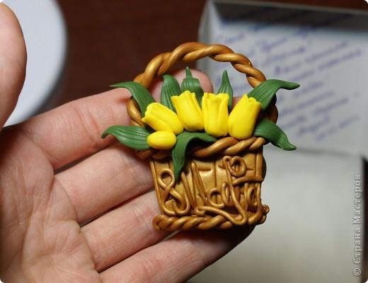 Этот магнитик я делала для учительницы своего сына, замечательного педагога и просто хорошего человека))). Сделан он из пластики фимо.  фото 1
