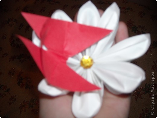 Вот такую открытку я сделала к 8 марту. Она уже подарена  сегодня подруге. Еще одну сделала с красным цветочком, но тоже подарила и, к сожалению не успела запечетлить... фото 5