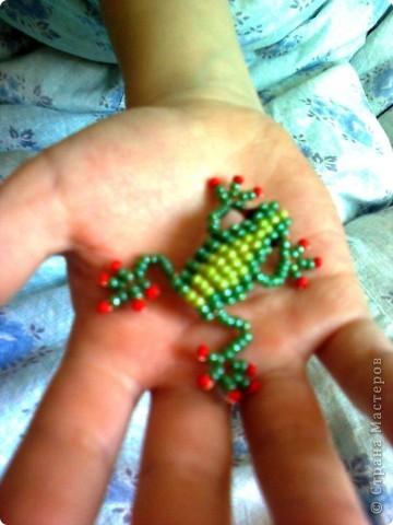 Открыли для себя объёмное плетение на проволоке - и вот наш первенец жаб-лягушенций! фото 1
