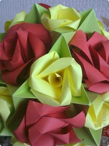 Первый раз делала розы, очень понравилось! Такой от меня был подарок маме на 8 Марта! фото 4