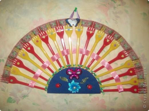 """Мусорный король. Делался на конкурс """"Игрушечка-Говорушечка"""" в номинации """"Прелестная находка"""" занял 1-ое место! Сделан из мусора (пластиковая бутылка, сломанная линейка, одноразовый стаканчик, испорченный CD диск и много-много бумажного мусора). фото 4"""