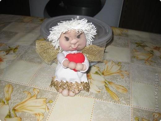 Этого ангелочка сегодня сшила по просьбе сынули.Очень ему хотелось подарить своей семилетней подружки очень маленького ангелочка. фото 1