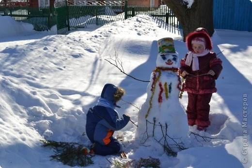 снежная баба своими руками, дети всё делали сами..