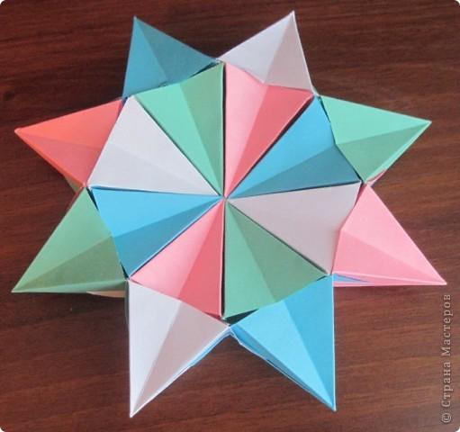 Такая оригамная 3D модель складывается очень легко, нужно только с 16-ю квадратами 16 раз повторить последовательно простые  манипуляции!   Здесь видео-ролик  http://www.youtube.com/watch?v=3tAFlSXEut0&feature=related  Сделала на одном дыхании! фото 1