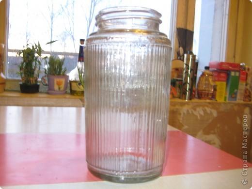 Это стеклянный плафон с дачи, который очень удачно работает у меня удобной вазой. Не могу придумать, как бы егоукрасить. Он гофрированный. Посоветуйте! фото 1