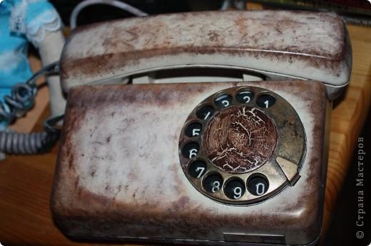 был старый красный совковый телефон,стал кофейно золотистый с эффетом кракле на диске. фото 2