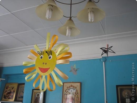 На улице -26,а хочется солнца,тепла.Вот и сделали с ребятами такие веселые солнечные открыточки.Сделали и выглянуло солнце и уже -5 на улице. фото 3
