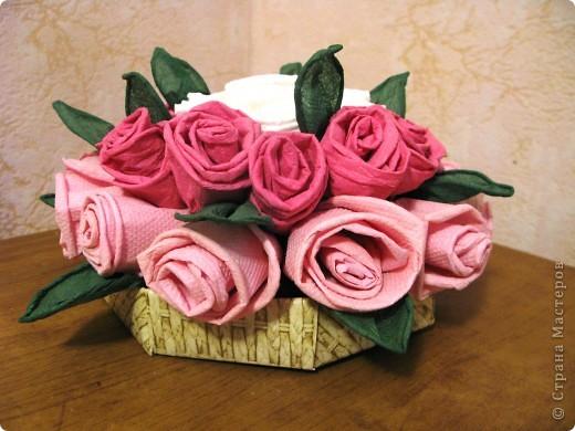 Розы в корзинке.Замечательный подарок молодой девушке.