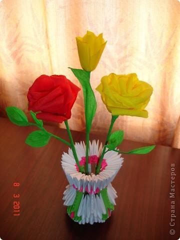 розы и тюльпаны в вазе