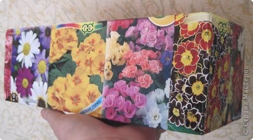 Сегодня закончила обклеивать коробочку для семян. Очень удобно складывать пакетики с семенами. Думаю огородницам понравится! На 8-ое марта подобную коробочку подарила своей лучшей подруге Ирине. фото 2