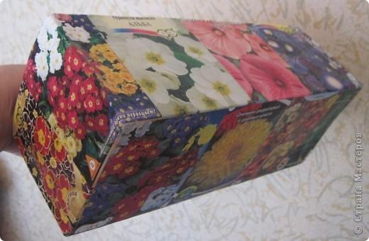 Сегодня закончила обклеивать коробочку для семян. Очень удобно складывать пакетики с семенами. Думаю огородницам понравится! На 8-ое марта подобную коробочку подарила своей лучшей подруге Ирине. фото 3