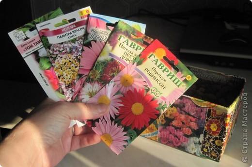 Сегодня закончила обклеивать коробочку для семян. Очень удобно складывать пакетики с семенами. Думаю огородницам понравится! На 8-ое марта подобную коробочку подарила своей лучшей подруге Ирине. фото 5