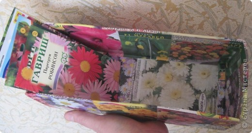 Сегодня закончила обклеивать коробочку для семян. Очень удобно складывать пакетики с семенами. Думаю огородницам понравится! На 8-ое марта подобную коробочку подарила своей лучшей подруге Ирине. фото 4