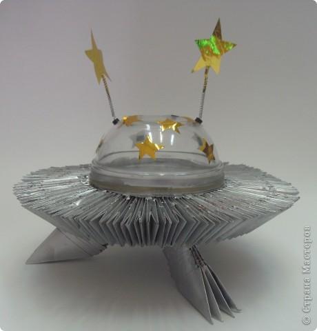Эти работы сделали брат и сестра Паша (11 лет) и Лена (7 лет) Халяпины. Им, конечно, помогали мама и папа. Работы прошли отбор на выставку в Лесосибирск. Это космический корабль. фото 1