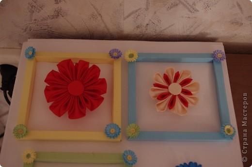 Рамочки из бумаги, по углам тоже бумажные цветочки. фото 1