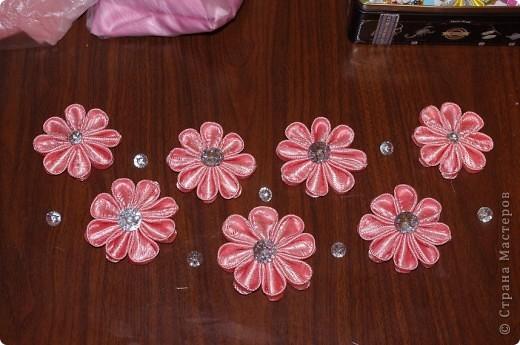 Рамочки из бумаги, по углам тоже бумажные цветочки. фото 3