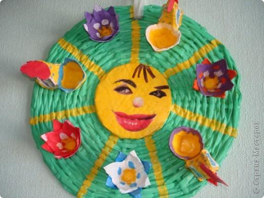Мастер-класс Пасха Плетение ПАСХАЛЬНОЕ СОЛНЫШКО ---подставка под пасхальные яйца и кулич Бумага газетная фото 2
