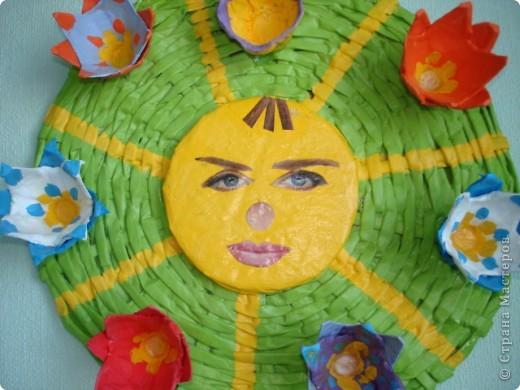 Мастер-класс Пасха Плетение ПАСХАЛЬНОЕ СОЛНЫШКО ---подставка под пасхальные яйца и кулич Бумага газетная фото 4