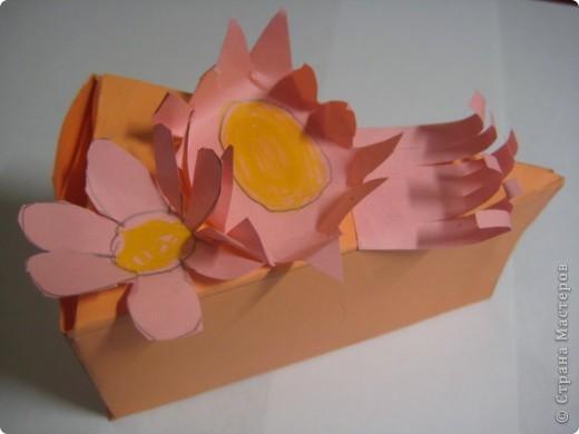 Пришла поздно домой с работы, а там готов для меня подарок от дочки - тортик-открытка. С обратной стороны написано пожелание. Приятно... фото 1