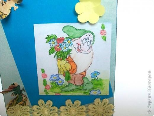 Открытка по скетчу http://stranamasterov.ru/node/159827?c=favorite . Скорее летняя, чем весенняя. Рисунок гномика распечатали и раскрасила акварельными карандашами. Приклеела на картон и потом на объемный скотч. фото 2
