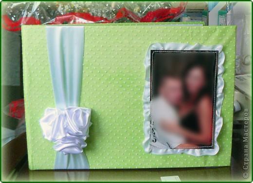 Заказали мне недавно обложку для свадебного альбома пожеланий.Именно обложку,т.к. листы будет оформлять сам хозяин салона.Условия-обязательно фото и должен присутствовать зелёный цвет.Почему?Да потому что свадьба будет в зелёном стиле. фото 1