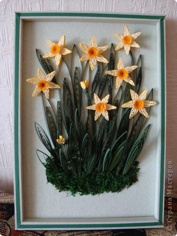 """Нарциссы. Мои первые цветы в технике квиллинг. Затем я сделала """"Сакура на фоне музея"""". фото 2"""